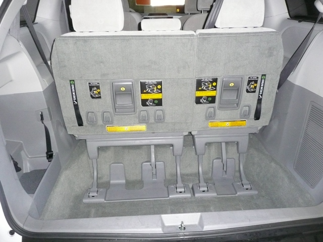 luggage space of 7 seat people carrier